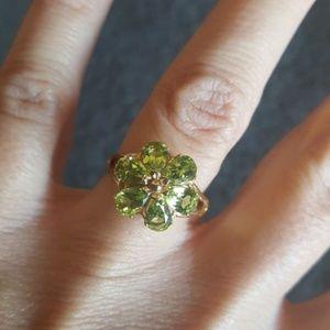 Jewelry - Peridot Flower 14K Gold Ring Size 7.5